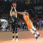 12.05.2019, ratiopharm arena, Neu-Ulm, GER, BBL, ratiopharm ulm vs RASTA Vechta, <br /> im Bild Javonte Green (Ulm, #5) wirft sich in Richtung T.J. Bray (Vechta, #5)<br /> <br /> Foto &copy; nordphoto / Hafner