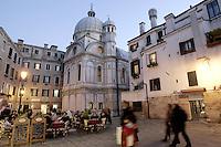 La chiesa di Santa Maria dei Miracoli, a Venezia, al crepuscolo.<br /> The church of Santa Maria dei Miracoli in Venice at dusk.<br /> UPDATE IMAGES PRESS/Riccardo De Luca