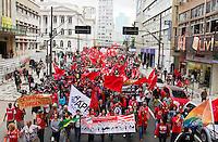 CURITIBA, PR,20.08.2015 – PROTESTO-PT –  Centrais sindicais e movimentos populares realizam manifestação em defesa a favor da democracia na manhã desta quinta-feira (20)na praça Santos Andrade no centro de Curitiba. (Foto Paulo Lisboa/ Brazil Photo Press)