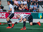 AMSTELVEEN - Justin Reid-Ross (Adam) scoort   tijdens  de hoofdklasse competitiewedstrijd hockey heren,  Amsterdam-SCHC (3-1). links Boris Burkhardt (Adam) COPYRIGHT KOEN SUYK