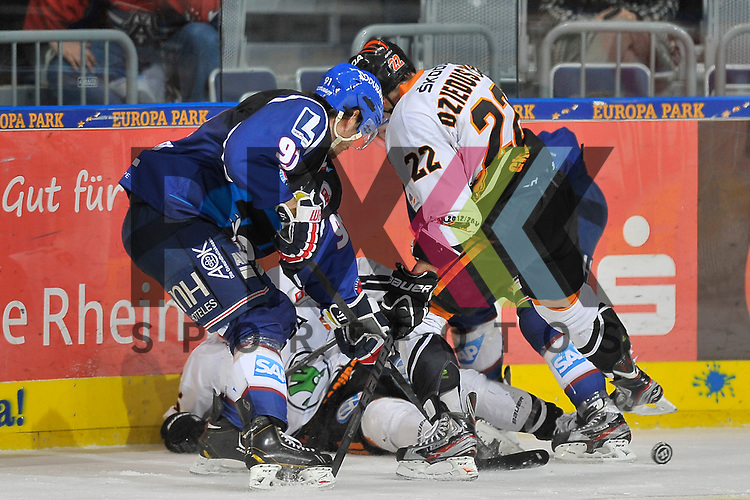 Mannheims Marc El-Sayed (Nr.91) und Mannheims Jaime Sifers (Nr.26) gegen Wolfsburgs Aleksander Polaczek (Nr.16) und Wolfsburgs Matthew Dzieduszycki (Nr.22) beim Spiel in der DEL, Adler Mannheim - Grizzly Adams Wolfsburg.<br /> <br /> Foto &copy; Ice-Hockey-Picture-24 *** Foto ist honorarpflichtig! *** Auf Anfrage in hoeherer Qualitaet/Aufloesung. Belegexemplar erbeten. Veroeffentlichung ausschliesslich fuer journalistisch-publizistische Zwecke. For editorial use only.