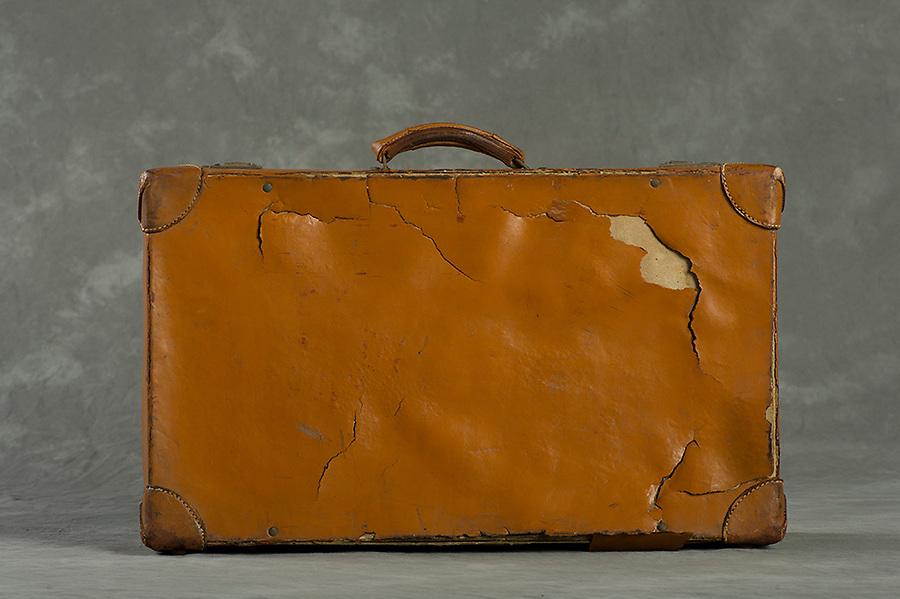 Willard Suitcases / William Lu / ©2013 Jon Crispin