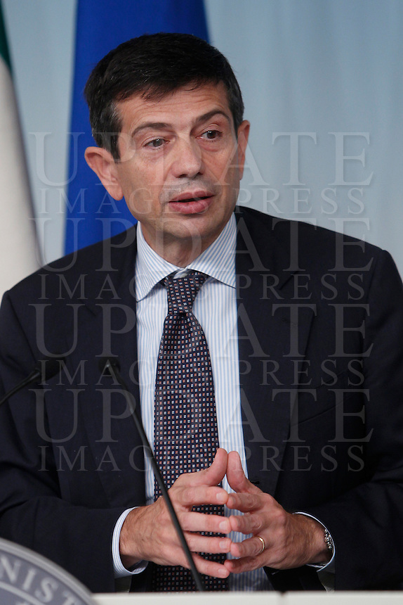 Il Ministro per i Trasporti e le Infrastrutture Maurizio Lupi parla durante una conferenza stampa sulle misure del governo a favore della casa, a Palazzo Chigi, Roma, 9 ottobre 2013.<br /> Italian Infrastructure and Transport Minister Maurizio Lupi speaks during a press conference about government's measures on housing, at Chigi Palace, Rome, 9 October 2013.<br /> UPDATE IMAGES PRESS/Isabella Bonotto