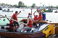 SKÛTSJESILEN: GROU: Wide Ie, Pikmar, Peanster Ie, 18-07-2015, SKS skûtsjesilen, Skûtsje Doarp Grou met schipper Douwe Azn. Visser wint de openingswedstrijd, ©foto Martin de Jong