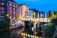 Cobblers Bridge (Cevljarski Most) in Ljubljana Old Town at night, Slovenia, Europe
