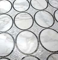 Solid Ovals in Calacatta Tia and Nero Marquina
