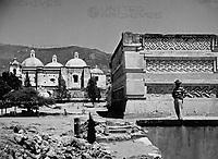 In den Ruinen von Mitla, Mexiko 1970erJahre. At the remains of Mitla, Mexico 1970s.