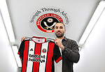 150118 Ricky Holmes signs