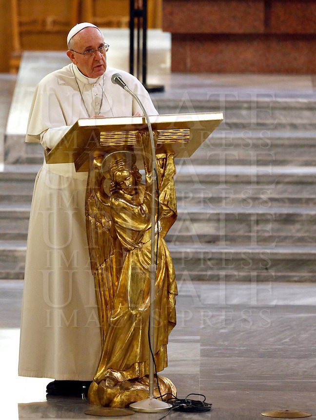 Papa Francesco parla durante la veglia di preghiera per le vittime innocenti della mafia nella parrocchia di San Gregorio VII a Roma, 21 marzo 2014.<br /> Pope Francis speaks during a vigil prayer for innocent victims of mafia, at the parish church of San Gregorio VII in Rome, 21 March 2014.<br /> UPDATE IMAGES PRESS/Riccardo De Luca<br /> <br /> STRICTLY ONLY FOR EDITORIAL USE