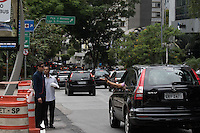 SÃO PAULO,SP, 03.11.2015 - TRÂNSITO-SP - O trânsito de veículos está proibido no Viaduto Doutor Plínio de Queiroz, localizado sobre a Praça 14 Bis, região central da capital paulista, passando a ser exclusivo para ônibus a partir desta terça-feira (3) em São Paulo. (Foto: Warley Leite/Brazil Photo Press)