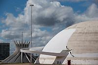 BRASÍLIA, DF, 03.04.2017 - MUSEU-PINTURA - Trabalhadores renovam a pintura do Museu da República, nesta segunda-feira, 03. (Foto: Ed Ferreira/Brazil Photo Press)