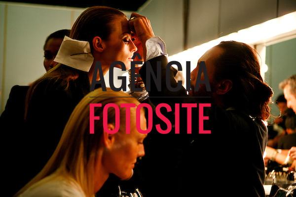 São Paulo, Brasil – 12/06/2010 - Backstage da grife Adriana Degreas durante o São Paulo Fashion Week  -  Verao 2011. Foto : Rafael Canas / Ag. Fotosite