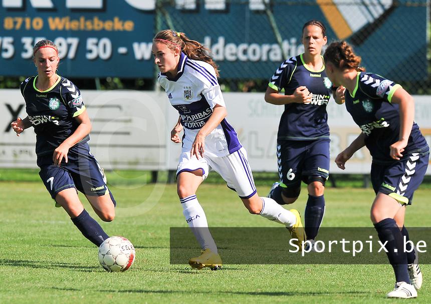 RSC Anderlecht Dames : Tessa Wullaert aan de bal.foto DAVID CATRY / Vrouwenteam.be