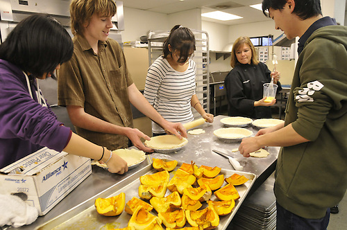 2010-12 US Cooking Club..Photo by Liat Noten