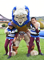 Mascot Maximus with the kids of Bath Rugby player Alafoti Fa'osiliva. Aviva Premiership match, between Bath Rugby and Exeter Chiefs on October 17, 2015 at the Recreation Ground in Bath, England. Photo by: Patrick Khachfe / Onside Images