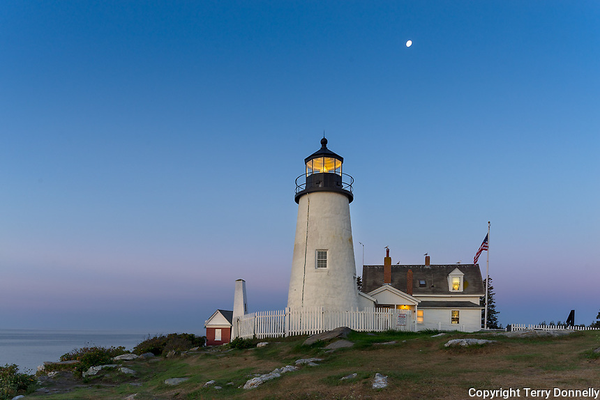 Lincoln County, Maine: Pemaquid Point Lighthouse (1835) at dawn with moon