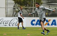 SAO PAULO, SP 24 JUNHO 2013 - TREINO CORINTHIANS - O jogador do Corinthians Renato Augusto, treinou na manhã de hoje, 24, no Ct. Dr. Joaquim Grava, na zona leste de São Paulo. FOTO: PAULO FISCHER/BRAZIL PHOTO PRESS
