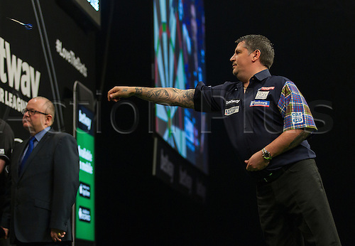 31.03.2016. The Motorpoint Arena, Cardiff.  Betway PDC Premier League Darts Judgement Night. Gary Anderson in throwing action