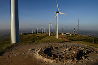KENYA, Nairobi, Ngong Hills, 25,5 MW Wind Power Station with Vestas and Gamesa wind turbines, owned and operated by KENGEN Kenya Electricity Generating Company, view to Great Rift valley, foundation of demontaged windmill / KENIA, Ngong Hills Windpark, Betreiber KenGen Kenya Electricity Generating Company mit Vestas und Gamesa Windkraftanlagen, Blick zum Grossen afrikanischen Grabenbruch, Fundament einer abgebauten Windmuehle