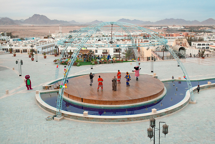 Sharm el Sheikh, Sinai, January 2015. An animation programmed by Genena, the biggest mall center ever built in Sinai. Opened since summer 2014, it counts several hundreds of boutiques, most of them still empty, but also a bowling, a 7D cinema, an ice rink, a museum with replicas of the Tut king tomb.