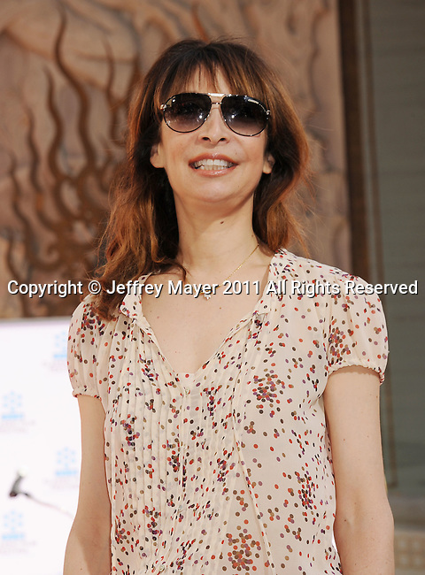 HOLLYWOOD, CA - APRIL 30: Illeana Douglas  attends the TCM Classic Film Festival honors Actor Peter O'Toole with hand and foot ceremony held at Grauman's Chinese Theatre on April 30, 2011 in Hollywood, California.