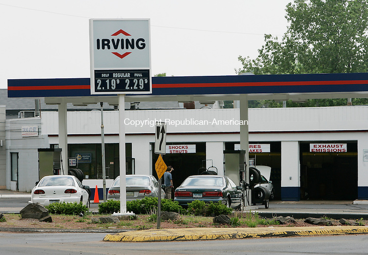 CHESHIRE, CT - 01 June 2005 -060105BZ01- Canada based Irving Oil has established a gas station on South Main Street in Cheshire.<br /> Jamison C. Bazinet Photo