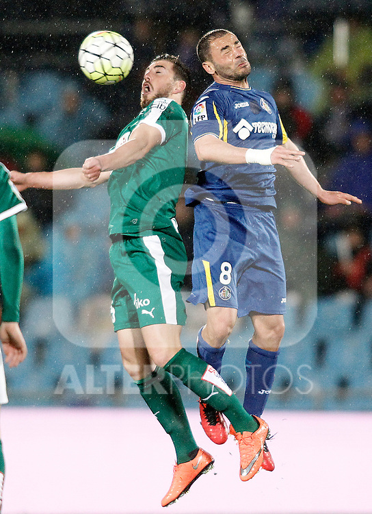 Getafe's Mehdi Lacen (r) and Sociedad Deportiva Eibar's David Junca during La Liga match. March 18,2016. (ALTERPHOTOS/Acero)