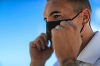 HERMOSILLO, MEXICO - MAY 08: Oscar Rai Villa de los Cimarrones De Sonora puts on a face mask to start his training in the garage of his house in the middle of the Coronavirus pandemic<br />  on May 8, 2020 in Hermosillo, Mexico. Due to the Coronavirus crisis the Liga MX has announced the cancellation of the Ascenso MX 2019-2020 season and to temporarily suspend promotions and relegations for the next six seasons. (Photo by Luis Gutierrez/Norte Photo/Getty Images)