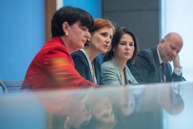 Fraktionsuebergreifend stellten am Montag den 6. Mai 2019 Bundestagsabgeordneten Annalena Baerbock, Bundesvorsitzende Buendnis 90 / Die Gruenen (2.v.r.); Katja Kipping, Parteivorsitzende der Linkspartei (2.v.l.); Christine Aschenberg-Dugnus, gesundheitspolitische Sprecherin der FDP-Bundestagsfraktion (1.v.l.); Hilde Mattheis, SPD und Karin Maag, gesundheitspolitische Sprecherin der CDU/CSU-Bundestagsfraktion einen alternativen Gesetzentwurf zur Organspende vor. Im Gegensatz zum Organspendegesetz von Gesundheitsminister Jens Spahn, setzten die Abgeordneten auf Freiwilligkeit zur Organspende und nicht auf die automatische Zustimmung, wenn kein Widerspruch vorliegt.<br /> 6.5.2019, Berlin<br /> Copyright: Christian-Ditsch.de<br /> [Inhaltsveraendernde Manipulation des Fotos nur nach ausdruecklicher Genehmigung des Fotografen. Vereinbarungen ueber Abtretung von Persoenlichkeitsrechten/Model Release der abgebildeten Person/Personen liegen nicht vor. NO MODEL RELEASE! Nur fuer Redaktionelle Zwecke. Don't publish without copyright Christian-Ditsch.de, Veroeffentlichung nur mit Fotografennennung, sowie gegen Honorar, MwSt. und Beleg. Konto: I N G - D i B a, IBAN DE58500105175400192269, BIC INGDDEFFXXX, Kontakt: post@christian-ditsch.de<br /> Bei der Bearbeitung der Dateiinformationen darf die Urheberkennzeichnung in den EXIF- und  IPTC-Daten nicht entfernt werden, diese sind in digitalen Medien nach §95c UrhG rechtlich geschuetzt. Der Urhebervermerk wird gemaess §13 UrhG verlangt.]