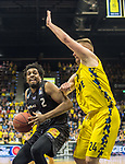 10.05.2019, EWE Arena, Oldenburg, GER, easy Credit-BBL, EWE Baskets Oldenburg vs Mitteldeutscher BC, im Bild<br /> das Duell<br /> James FARR (Mitteldeutscher BC #2 ) Rashid MAHALBASIC (EWE Baskets Oldenburg #24 )<br /> Foto © nordphoto / Rojahn