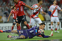 MEDELLÍN -COLOMBIA-15-03-2017. David Gonzalez, arquero de Deportivo Independiente Medellin, en acción durante partido de la fase de grupos, grupo 3, fecha 1 entre Deportivo Independiente Medellin de Colombia y River Plate de Argentina por la Copa Conmebol Libertadores Bridgestone 2017 en el Estadio Atanasio Girardot, de la ciudad de Medellin. / David Gonzalez, goalkeeper of Deportivo Independiente Medellin, in action during a match for the group stage, group 3 of the date 1, between Deportivo Independiente Medellin of Colombia and River Plate of Argentina for the Conmebol Libertadores Bridgestone Cup 2017, at the Atanasio Girardot, Stadium, in Medellin city. Photo: VizzorImage/ Leon Monsalve /Cont