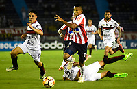 BARRANQUILLA - COLOMBIA, 26-09-2018: Luis Díaz (Der.) jugador de Atlético Junior (COL) disputa el balón con Gustavo Toledo (Izq.) jugador del Club Atlético Colón (ARG), durante partido de ida entre Atlético Junior (COL) y Club Atlético Colón (ARG), de los octavos de final llave D por la Copa Sudamericana en el estadio Metropolitano Roberto Meléndez de la ciudad de Barranquilla. / Luis Diaz (R) player of Atletico Junior (COL) vies for the ball with Gustavo Toledo (L) player Colon (ARG), during a match between Atletico Junior (COL) and Club Atletico Colon (ARG), of the first leg of the knockout key D for the Sudamericana Cup at the Metropolitano Roberto Melendez stadium in the city of Barranquilla. Photo: VizzorImage / Alfonso Cervantes / Cont.