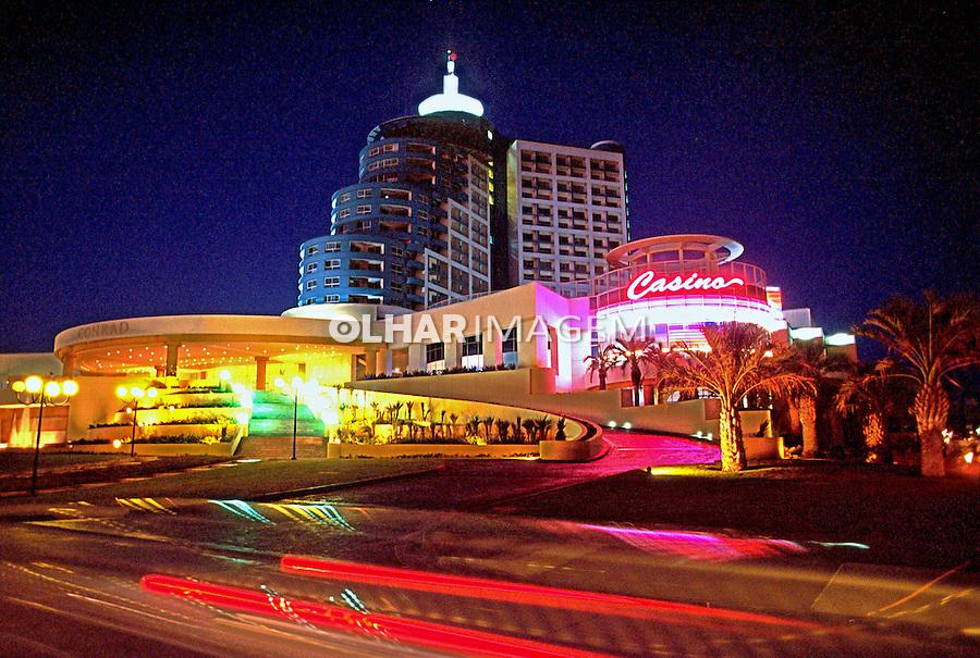 Vista noturna do Hotel Conrad. Punta Del Este. Uruguai. 2001. Foto de Rogério Reis.