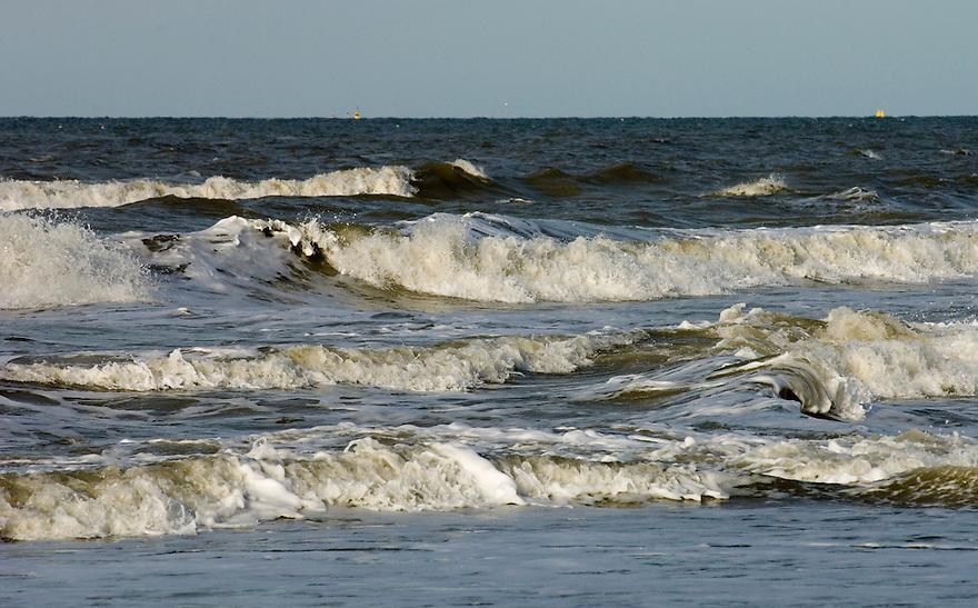Nederland,   Den Haag, 14 nov 2005.Strand, kust. golven, zee. .Foto (c) Michiel Wijnbergh<br />