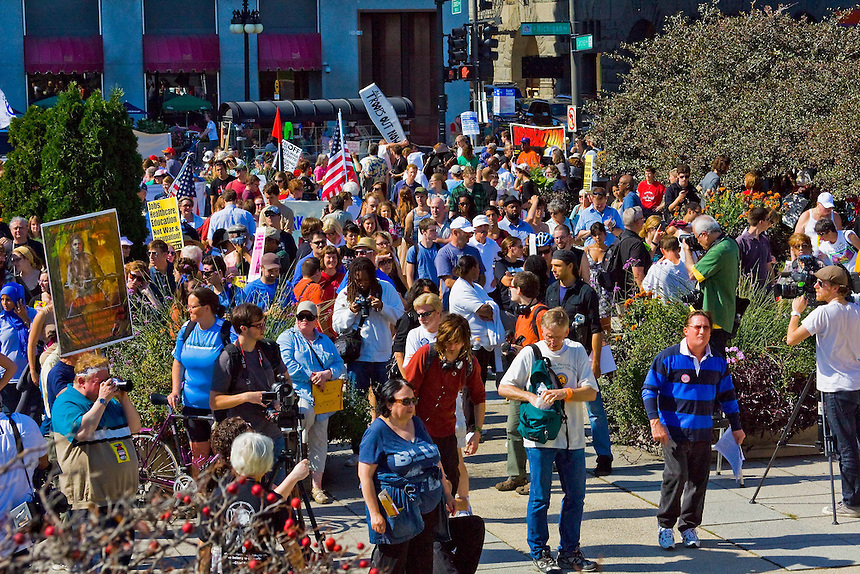 Images of an anti-war march in downtown Chicago