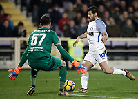 Calcio, Serie A: Fiorentina - Inter, stadio Artemio Franchi Firenze 5 gennaio 2018.<br /> Inter's Antonio Candreva (r) in action with Fiorentina's goalkeeper Marco Sportiello (l) during the Italian Serie A football match between Fiorentina and Inter Milan at Florence's Artemio Franchi stadium, January 5 2018.<br /> UPDATE IMAGES PRESS/Isabella Bonotto