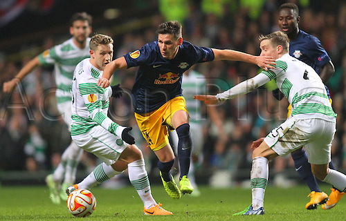 27.11.2014. Glasgow, Scotland. Europa League Group Stages Qualifying Round. Celtic versus FC Red Bull Salzburg. Christoph Leitgeb avoids the challenge from Kris Commons and Stefan Johansen