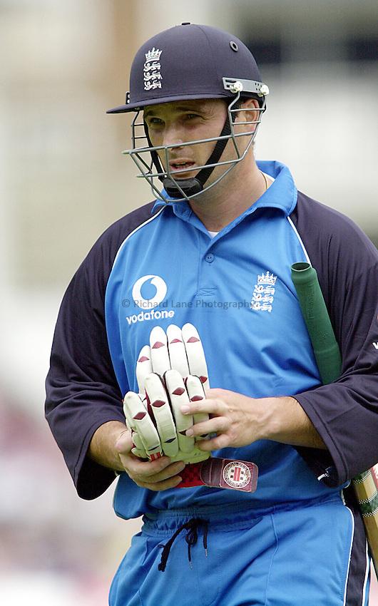 Photo Richard Lane..England vs Zimbabwe.Natwest One Day International. The Oval. 08.07.2000.Mark Ealham.