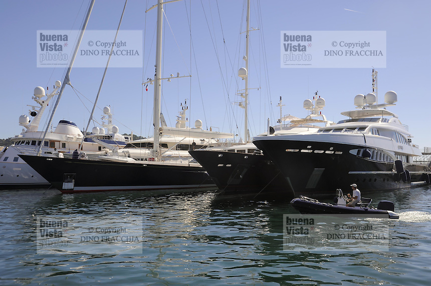 - France, yachts moored in the port of Cap d'Antibes (French Riviera)<br /> <br /> - Francia, yachts ormeggiati nel porto di Cap d'Antibes (Costa Azzurra)