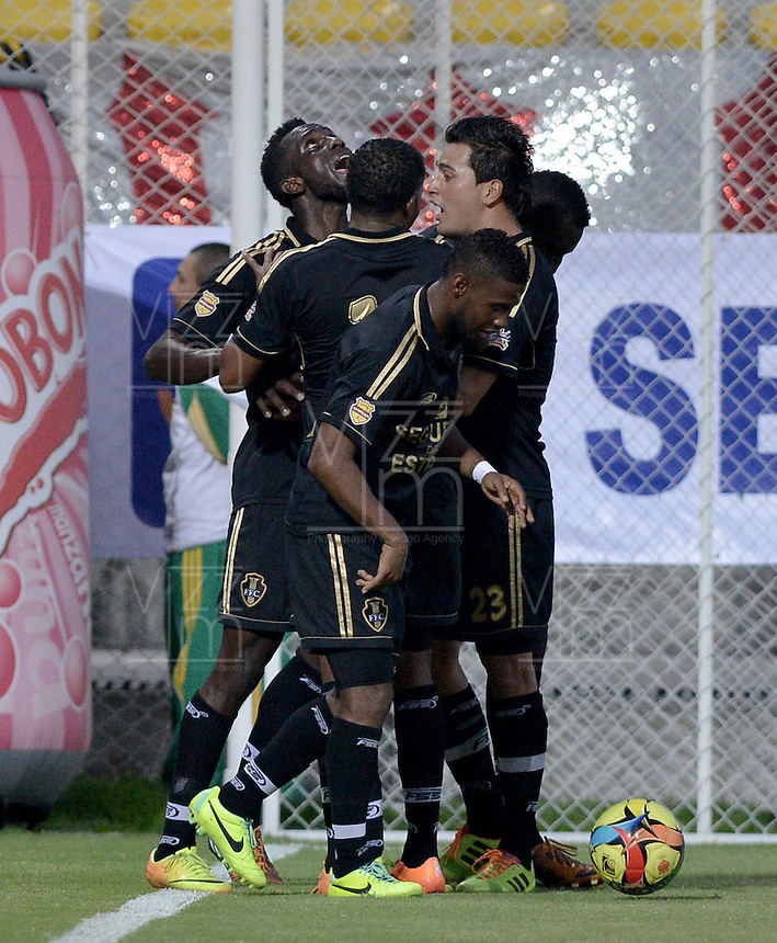 BOGOTÁ -COLOMBIA-01-02-2014. Jeferson Viveros (Izq) de Fortaleza FC celebra un gol en contra de Independiente Santa Fe durante partido por la fecha de la Liga Postobón I 2014 jugado en el estadio Metropolitano de Techo en Bogotá./ Jeferson Viveros (L) of Fortaleza FC celebrates a goal against Independiente Santa Fe during the match for the 2nd date of Postobon League I 2014 played at Metropolitano de Techo stadium in Bogota. Photo: VizzorImage / Gabriel Aponte / Staff