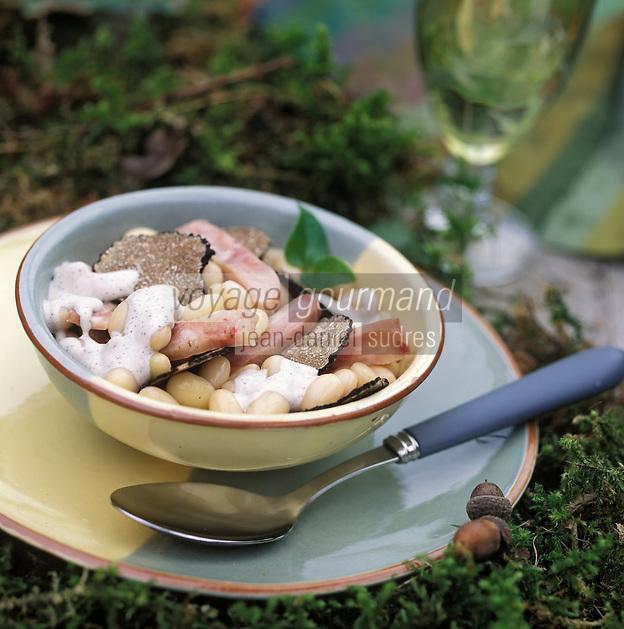 Europe/France/89/Yonne/Auxerre: Vinaigrette de Cocos a l'émincé de pieds de cochon et truffes fraiches de Bourgogne recette de Jean Luc Barnabet du restaurant Barnabet