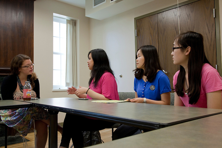 Kara Kauffman talks to Yang Wang, Shuwen Jiang, and Yinjiao Gong during a walk in advising session at the Walter International Education Center