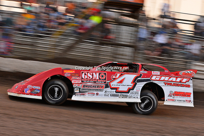 Feb 20, 2014; 6:06:42 PM;  Barberville, FL, USA;  World of Outlaws Late Model Series for 43rd Annual DIRTcar Nationals presented by Summit Racing Equipment at Volusia Speedway Park.  Mandatory Credit: (thesportswire.net)