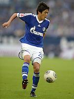 FUSSBALL   1. BUNDESLIGA   SAISON 2013/2014   1. SPIELTAG FC Schalke 04 - Hamburger SV          11.08.2013 Atsuto Uchida (FC Schalke 04) am Ball