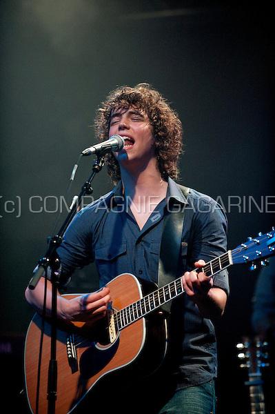 Singer-songwriter Jasper Erkens performing in Het Depot, Leuven (Belgium, 05/05/2009)