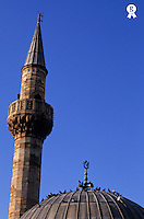 Turkey, Istanbul, mosque minaret and pigeons on dome, close up (Licence this image exclusively with Getty: http://www.gettyimages.com/detail/sb10068805t-001 )