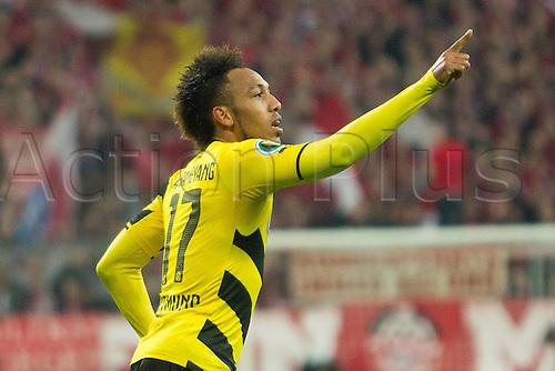 28.04.2015. Allianz Arena, Munich, Germany. DFB Cup semi-final. Bayern Munich versus Borussia Dortmund. The equaliser for 1-1 from scorer Pierre-Emerick Aubameyang (BVB 17)