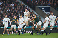 Twickenham, United Kingdom. Full Back, Mike BROWN, &quot;claims&quot; the high ball  during the Old Mutual Wealth Series match: England vs South Africa, at the RFU Stadium, Twickenham, England, Saturday, 12.11.2016<br /> <br /> [Mandatory Credit; Peter Spurrier/Intersport-images]