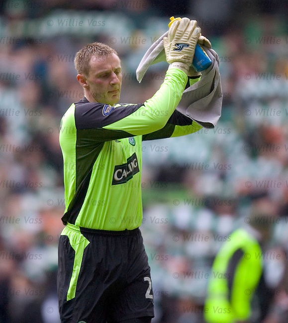 Rab Douglas, Celtic.stock season 2004-2005.pic willie vass