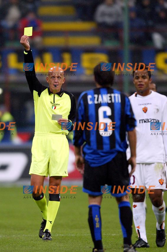 Milano 26/10/2003 <br /> Inter Roma 0-0 <br /> Pierluigi Collina ammonisce Cristiano Zanetti (Inter)<br /> Foto Andrea Staccioli / Insidefoto